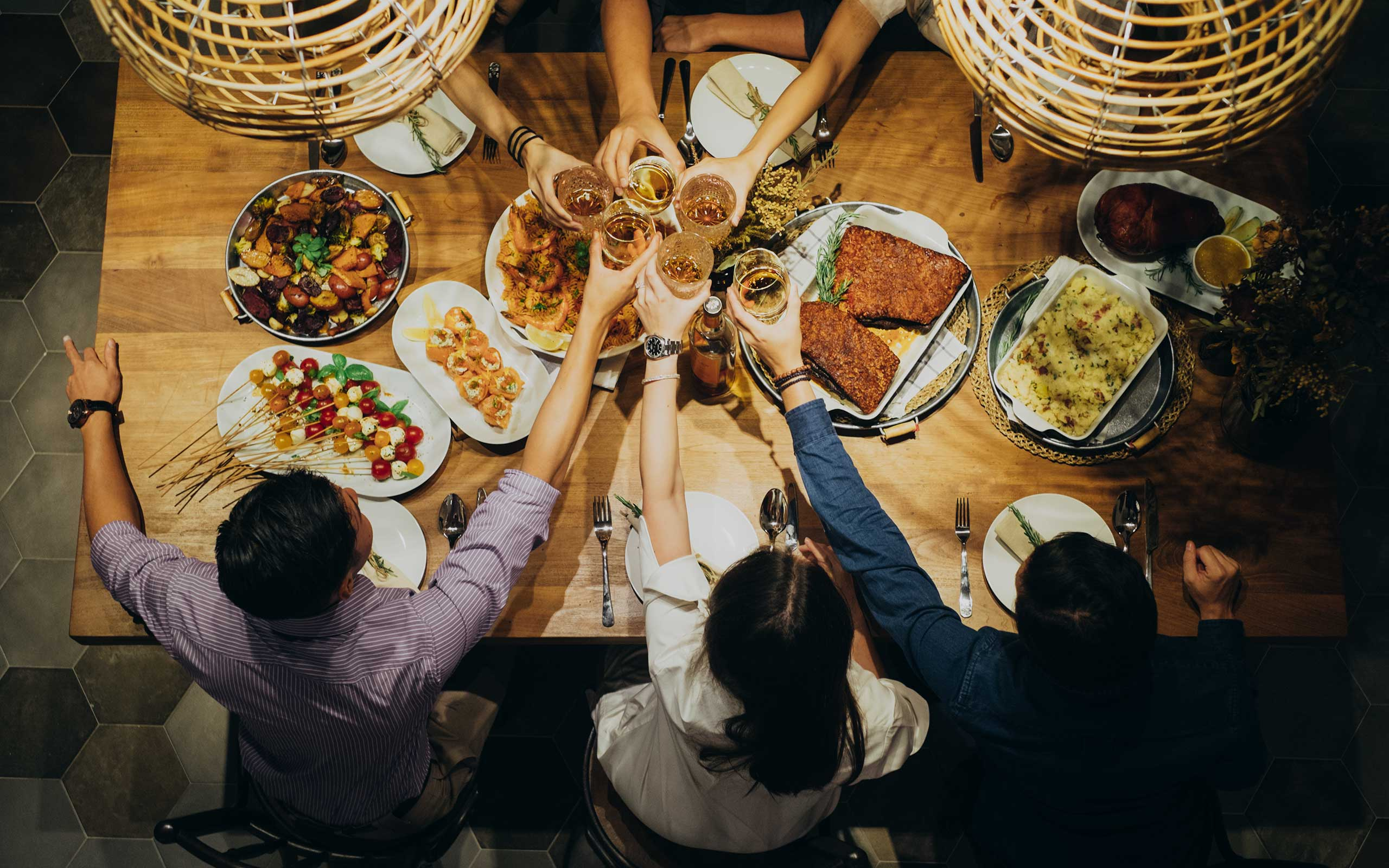 How to Host a Christmas Dinner in Singapore