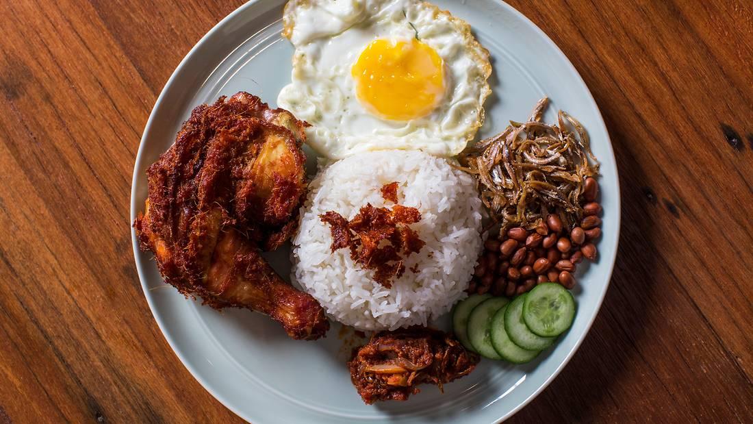 Chinese Nasi Lemak Vs. Malay Nasi Lemak. Which is Better?