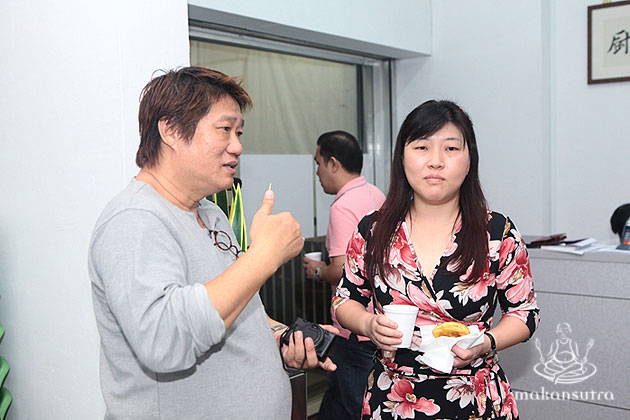 Seetoh engaging with a participant of Street Food Pro 360