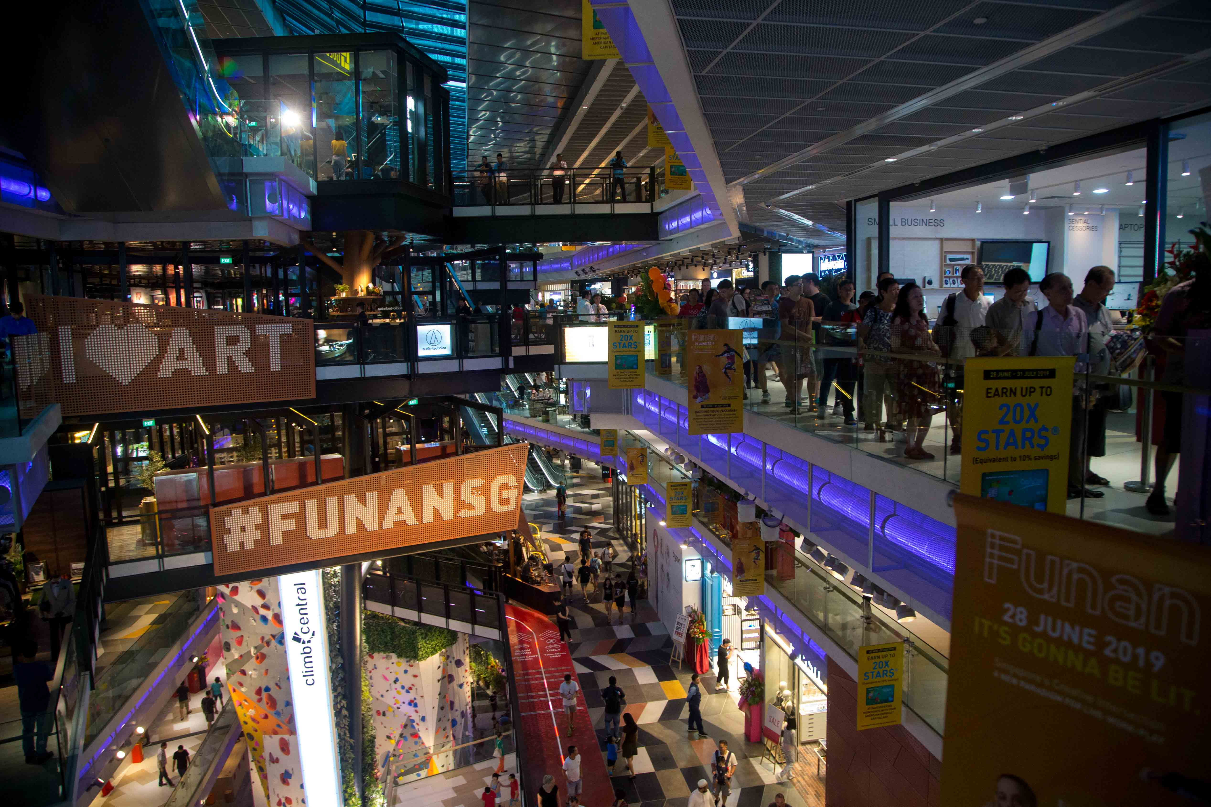 Diary Of A Man Forced By His Boss To Visit The New Funan Mall